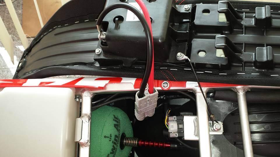 Steckverbindung Batterie / Sitzbank